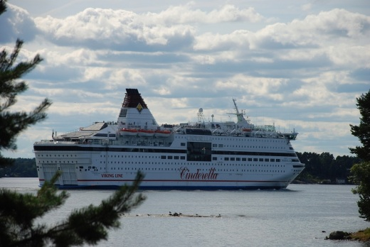 Another cruise ship, going into Stockholm, from the picnic table.