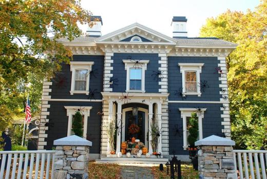 A house in Kennebunk decorated for Halloween