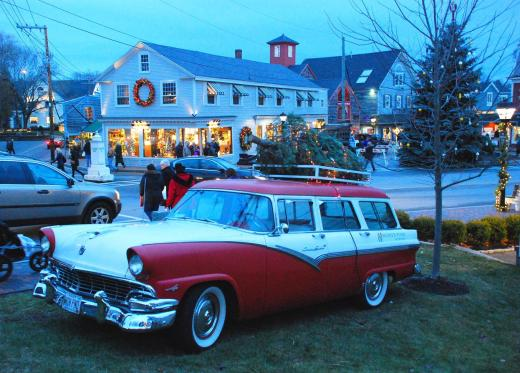 People began to gather in the town center of Kennbunkport prior to the tree lighting.