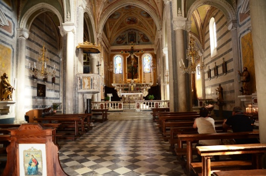 Corniglia church interior