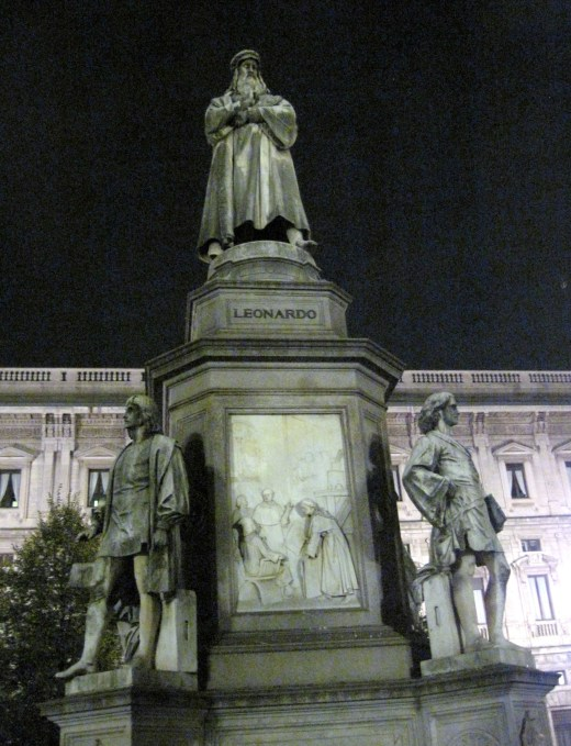 A statue of Leonardo in the piazza across from La Scala