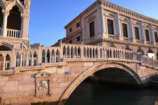 Ponte della Paglia, the bridge from which you can photo the Bridge of Sighs