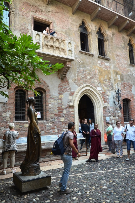The crowd at the House of Juliet and Juliet's balcony with a cast of new characters