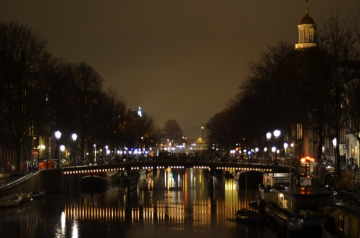 Singel canal at night