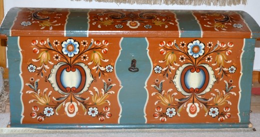 The rosemaling chest my sister inherited