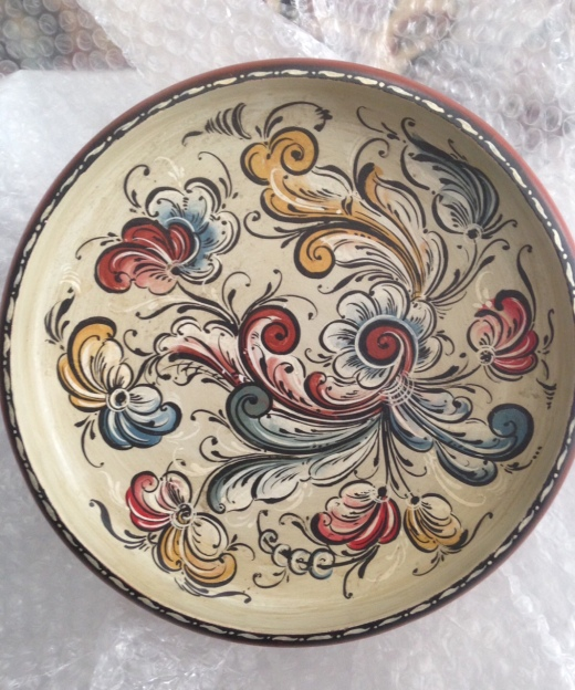 The antique rosemaling bowl I bought.