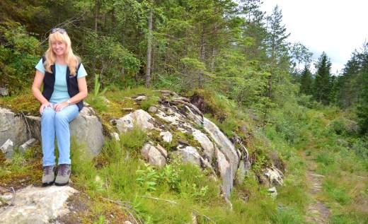 L hiking trail