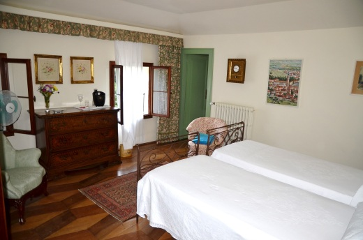 My cute room in the historic Villa Barberina