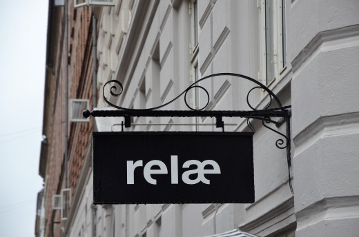 relae sign